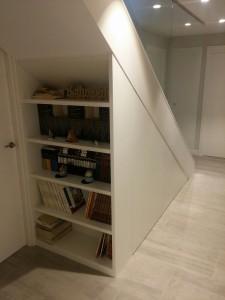 1 mueble bajo escalera
